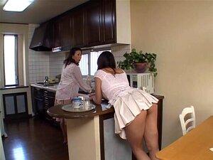 Uma MILF Sexy Asiática Usada Por Um Garanhão Macho Mais Jovem, Um Grande Filme Pornográfico Com Uma MILF Asiática Sensual A Ser Usada Por Um Tipo Mais Novo. Porn