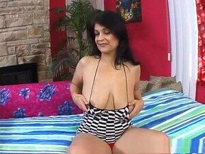 A Estrela Porno Maluca Kacie Hunt Com Mamas Enormes, Um Vídeo Pornográfico Moreno. Assista A Este Madura Amador Chamado Kacie De Busca, Como Ela Tem Um Dildo Vibrando Em Sua Mão, Pressionando-a Contra Seu Clitóris, Antes De Pica Em Sua Buceta Para Obter U Porn
