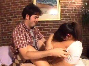 A Penny Monta O Atleta Do Eric Como Um Campeão, A Penny Play E O Eric Metzger Estão A Filmar Em Casa! A Penny Parece Nervosa, Mas O Par Recebe A Alta. Deitados, Beijam-se Apaixonadamente, Depois Começam A Brincar Com Os Outros, O Eric A Masturbar-se No Tú Porn