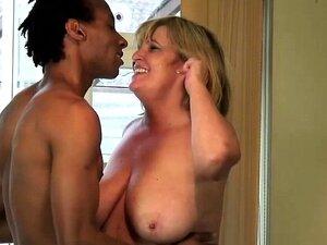 Cara Preto Magro Lambeu Uma Buceta Raspada Porn