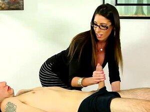 A Massagista Busty Fodeu Na Mesa De Massagens. Porn