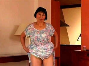 Mais De 70 Avózinha Faz Striptease E Masturba-se, Porn