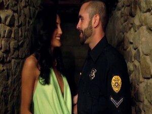 Glam Gata Chloe Amour Fode Um Policial Porn