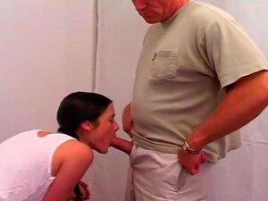 A Punição Dela Está A Ser Fodida, A Karina Kat Sabia Que Estava Em Apuros. Ela Estava A Desobedecer Ao Seu Ancião E Agora Esta Puta De 18 Anos Ia Ter De Pagar. Ela Ficou Um Pouco Chocada Quando Ele Não Lhe Bateu, Mas, Em Vez Disso, Tirou A Pila Dele E Enf Porn