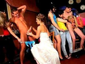 Festa De Despedida Do CFNM Hen No Clube De Praga Com A Sexy Adolescente Sandra Como Noiva Porn