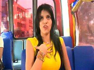 Cadela Jovem Latina Obtém Porra Num Autocarro 14 Porn