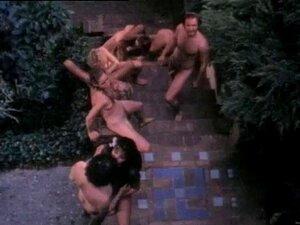 Vídeo Pornô Antigo De Pessoas Tendo Uma Orgia No Jardim Porn