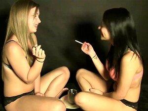 """2 Gostosas Fumando E Falando """"sexy"""" Porn"""