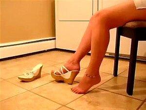 O Meu Super Concupiscente GF Deseja Que Eu Adore Os Seus Pés Sensuais, Os Seus Pés Sensuais Parecem Verdadeiramente Admiráveis Quando As Suas Sandálias Expõem Todo O Comprimento Dos Seus Dedos Dos Pés. Só Desejo Adorar Os Pés Glamorosos Da Minha GF. Tenho Porn