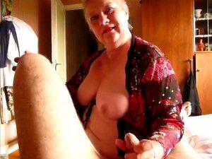 Mulher Loira Mais Velha, Broche Na Mão, Cumshot. Porn