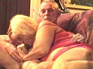 Minha Mulher Chupando Meu Pau Em Sua Roupa De Pedaço Vermelho 2 De Darla Porn