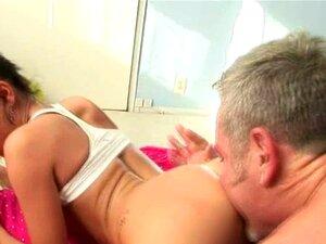Teen Slut Ser Fodida Pelo Velho E Tendo Facial Porn