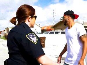 Não Sejas Negro E Desconfiado Perto Dos Polícias Da Patrulha Negra. Um Negro Suspeito Foge Da Polícia Enquanto Eles Tentam Prendê-lo No Entanto, Quando Eles O Pegam E Chegam à Estação Ele Vai Ter Que Mostrar O Que Ele Está Disposto A Fazer Para Ganhar A L Porn