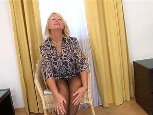Vovó Loira Tirando A Roupa Na Frente Da Câmera Porn