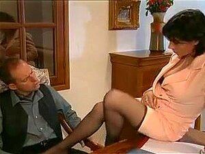 Vintage French Mature 2, Aproveite Esta Secretária Sexy Em Meias A Fazer Sexo Anal. Porn