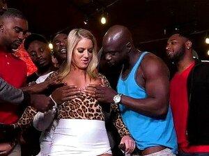 BBC Vagabunda Candice Dare Sobrevive Gangbang Interracial Em Um Bar Porn