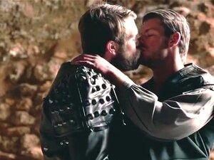 Gay De Tronos Com Dois Cavaleiros De Couro A Foderem-se. Gay Dos Tronos Com Dois Cavaleiros De Couro A Brincar Com As Suas Espadas Porn