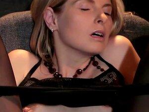 Nastya C Masturba-se No Cinema HD Porn