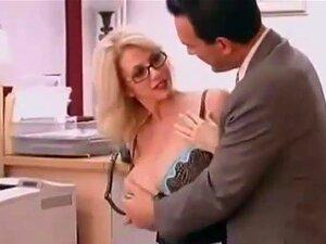 MILF Suculento Fodido Rígido No Escritório Porn