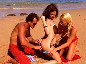 Diana Gold A Chupar A Pila De Uma Amiga Antes De Um Ménage à Trois Na Praia-Virginee, Diana Gold Porn