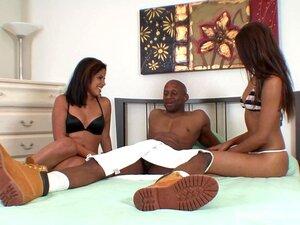 Adolescentes Quentes De Ebony & Latina Trocam Cum De Um Galo Preto Porn