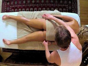 Pobres Clientes Penetraram E Comeu Na Mesa De Massagem Porn
