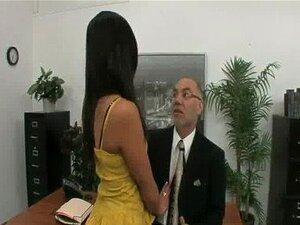 Jovem Secretária Safadinha Fode Velho Chefe Porn