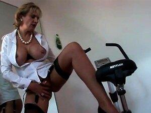 Enganar A Inglesa Madura Gill Ellis Revela As Suas Mamas Enormes. Porn