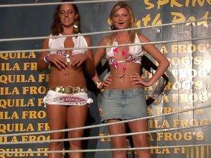 Pornstar Mais Quente Em Peitões Exóticas, Filme Pornô Brasileiro, Round 2 Começa Com Este Grupo De Hot Babes Sexy Agitando O Que Sua Mãe Deu-lhes A Ficar Barulhenta Multidão Excitada! Amadores Stripteasing Com Tops Voando Revelando Mamas Está Causando A M Porn