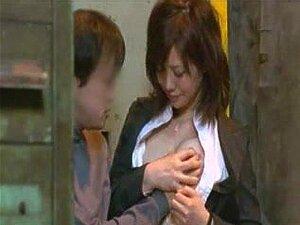 MILF Japonesa Com Tetas Gordas Se Ferra, Adorável MILF Japonês Com Muito Belas Tetas Gordas Recebe Seu Bichano Parafusado E Creme Por Seu Colega De Tesão. Porn