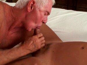 Outro Bi Carl Mais Velho E Dois Amigos, Carl E Seu Amigo Jogar Um Pouco E, Em Seguida, Uma Senhora é Introduzida Na Diversão. Porn