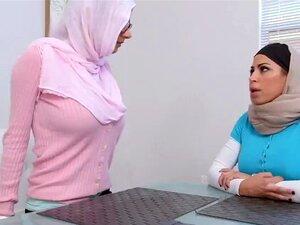 Boazonas árabes Com Mamas Redondas A Tomar Conta De Uma Pila Gorda De Nós. Porn
