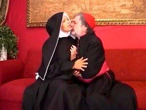 A Freira Italiana Peluda é Fodida., Porn