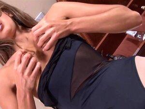 Perfeita Morena Russa Encorpada Na Meia-calça Bege Jogando Impertinente Porn