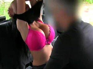 Morena De Peitos Enormes Fode No Táxi Porn