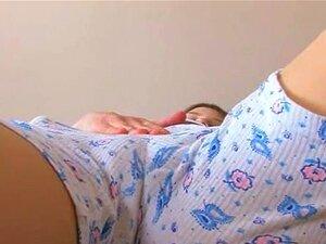 Adolescente De Mamas Esfregando O Clitóris E Mostrando Rosa Porn