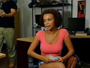 Ebony Kinky Pisca Peitões E Bateu Com A Loja De Penhores. Ebony Kinky Pisca Grandes Mamas Dela Incríveis E Recebe Seu Bichano Bateu Por Pervertido Cara De Peão Na Casa De Penhores Porn