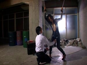 Uma Adorável Estrela Pornográfica Japonesa Num Fato De Látex é Estrangulada Com Um Hardcore No Fetiche Da Bdsm No Ménage à Trois - Sayuri Honjou Porn