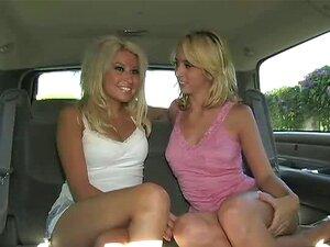Miúdas Lésbicas E Uma Boleia Gira A Beijarem-se No Carro E ...  Porn
