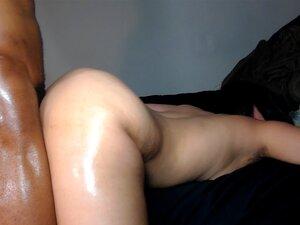 Bichano Apertado Fodido Duramente Por Cums Galo Enorme Na Bunda Branca Grande! Porn