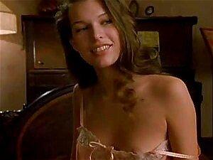 Requintada Milla Jovovich Tira Isto Tudo Para Alguma Ação Gostosa Em Uma Gravação Porn