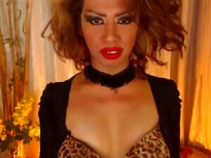 Exóticas Shemale Se Masturba Her Hard Cock Descontroladamente, Lábios Sensuais, Exibindo Um Beijo Quente Ou Chupe Um Pau, Este Shemale Exótico é Verdadeiramente No Calor E No Desejo Profundo Do Toque Sensual. Mostrando O Seu Corpo Ao Mesmo Tempo Brincando Porn