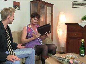 A Velha Mãe Gosta De Montar Duro, Porn