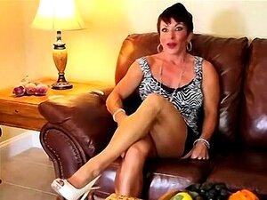 Anne é Uma Morena Sexy, Dona De Casa De 50 Anos Com Um Porn