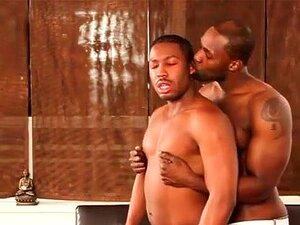 Musculoso Negro Chupa Pau, Musculoso Negro Gay Chupa Pau Duro De Galãs De ébano Porn