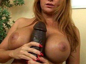 Milf Peituda Janet Levando Cada Pé De Um Grande Dildo Brutal Porn