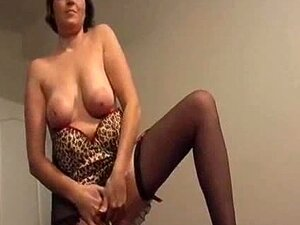 Madura Vadia Chupa Um Pau Depois De Ser Fodida Por Trás Porn
