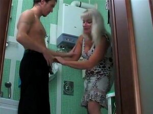 Cara E Maduro No Banheiro Porn