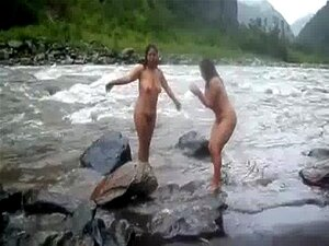 2992477 Duas Mulheres Maduras Indianas Tomando Banho No Rio Nua Porn