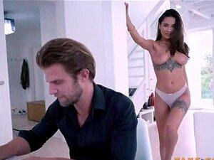 Festa De Aniversário Quente Com A Namorada Liya Silver & Friend Porn